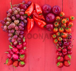 Rote Fruechte und Gemuse