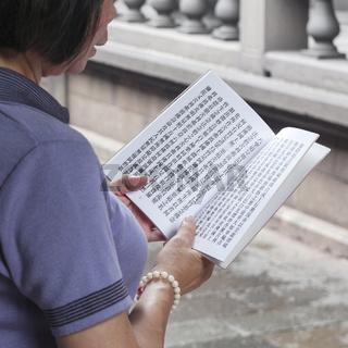 Prayers at Longshan Temple