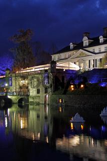 Beleuchtetes Schloss Bad Pyrmont bei Nacht