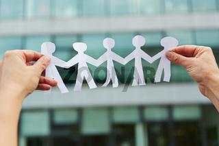 Familie mit Menschen aus Papier