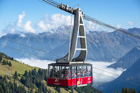 Gondel, Seilbahn zur Bergstation, Fellhorn, 2038m, dahinter das Nebelhorn, 2224m, Oberstdorf, Allgäuer Alpen, Allgäu, Bayern, Deutschland, Europa