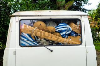 Kleinbus, Überladen