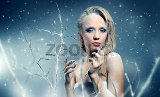 Winter woman with beautiful make-up