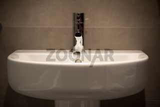 Wide oval basin and marble ceramics in bathroom