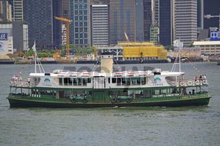 traditionelle Fähre der Star Ferry Line auf dem Hongkong River,