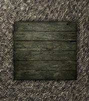 schild aus alten holzbrettern auf steinhintergrund