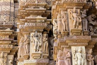 Erotische Darstellungen des Kandariya-Mahadev Tempel
