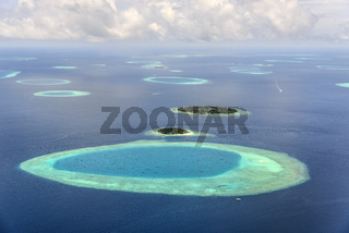 Small maledives islands in the south Male Atoll, Kleine Malediven Inseln im Sued Male Atoll