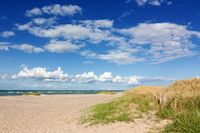 Strand mit Dünen an der Ostsee
