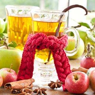 Heisser Apfelsaft mit Gewuerzen