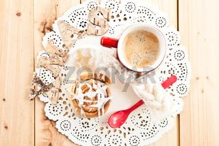 Zimtschnecke und Kaffee