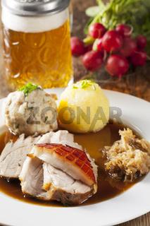 Bayerische Schweinebraten mit Bier