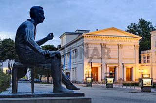 Heinrich-Heine-Denkmal vor Maxim-Gorki-Theater, Berlin, Deutschland, Europa
