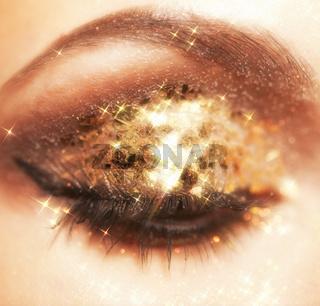 Shining eye makeup