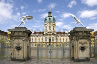 Schloss Charlottenburg in Berlin - Strassenansicht