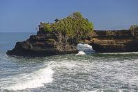 Meerestempel Pura Batu Bolong, Schwestertempel des Pura Tanah Lo