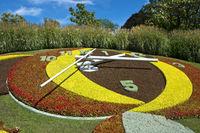 Blumenuhr am Eingang zum Park Jardin Anglais