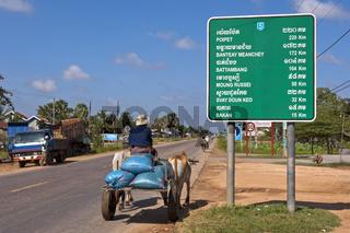 Ochsenkarren auf der Nationalstrasse 5 in Pursat