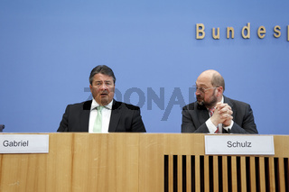 Federal press conference with Schulz and Gabriel in Berlin.