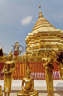 Goldener Chedi des Tempels Wat Phra That Doi Suthep in Chiang Mai - Golden Chedi of the Temple Wat Phra That Doi Suthep in Chiang Mai