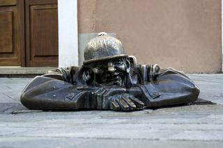 Cumil, Bratislava statue.