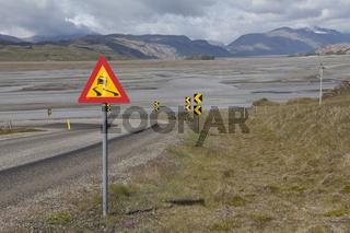 Gefährliche Kurve auf der Ringstrasse, Island