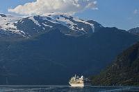 Kreuzfahrtschiff MS Sliver Whisper im Geirangerfjord bei Geiranger