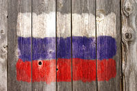 russische farben auf alter bretterwand