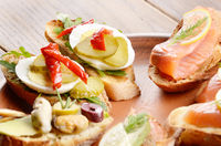 Open sandwiches with salmon, eggs and mussels