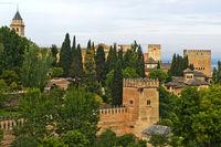 Stadtburg Alhambra auf dem Sabikah-Hügel von den Generalife Gärten