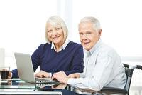 Senioren nutzen Ecommerce Shopping