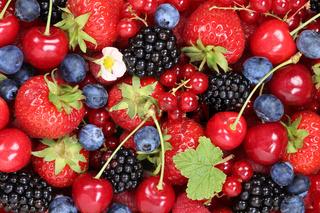 Beeren Früchte Hintergrund mit Erdbeeren, Himbeeren und Kirschen