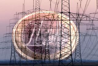 Viele Strommasten und Euromünze am Horizont