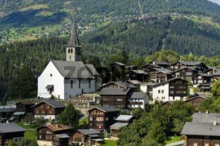 Ernen mit Kirche St.Georg,  Landschaftspark Binntal, Wallis, Schweiz