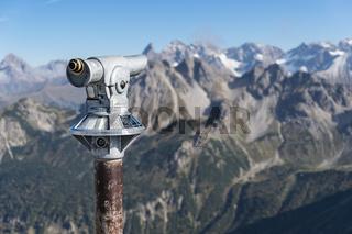 Fernrohr mit Allgäuer Alpen