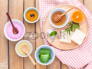 Natural Spa Ingredients sea salt , tanaka , aloe vera,orange,rosemary and honey  for  scrub and skin care .