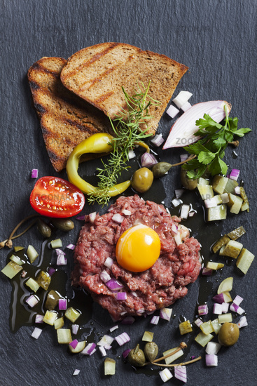 Schieferplatten Essen photo steak tartar mit schiefer image 8117950