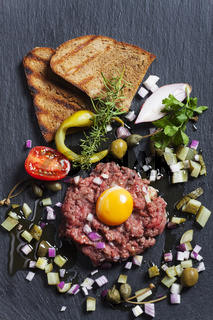 Steak Tartar mit Schiefer
