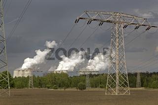 Überlandleitungen zum Kohlekraftwerk Jänschwalde, Lausitz, Brandenburg, Deutschland, Europa