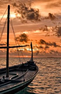 Dhoni im Sonnenuntergang