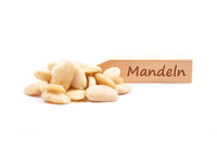 Blanchierte Mandeln - Blanched almonds at plate