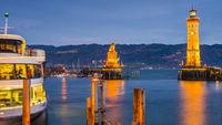 Hafen mit Leuchtturm und Bayerischer Löwe, Lindau am Bodensee, Bayern, Deutschland, Europa