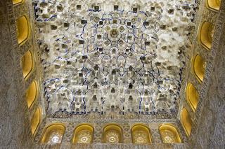 Maurische Verzierungen an der Decke der Halle der Könige, Alhambra, Granada, Spain