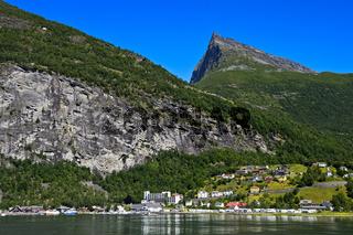 Ort Geiranger im UNESCO-Weltnaturerbe Geirangerfjord, Norwegen