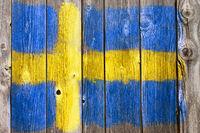 schwedische flagge auf alter holzwand