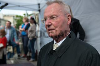 Hans Olaf Henkel bei Kundgebung der AfD