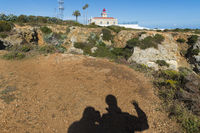Silhouette of two people at Ponta da Piedade