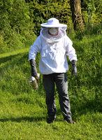 Imker mit Smoker - Bee Keeper