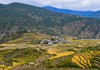 Reisfelder in Terrassen beim Dorf Teoprongchu