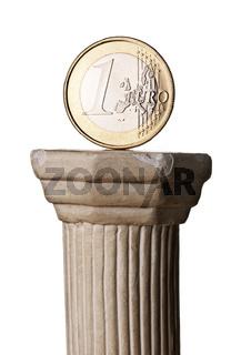 Euro Münze auf griechischer Säule